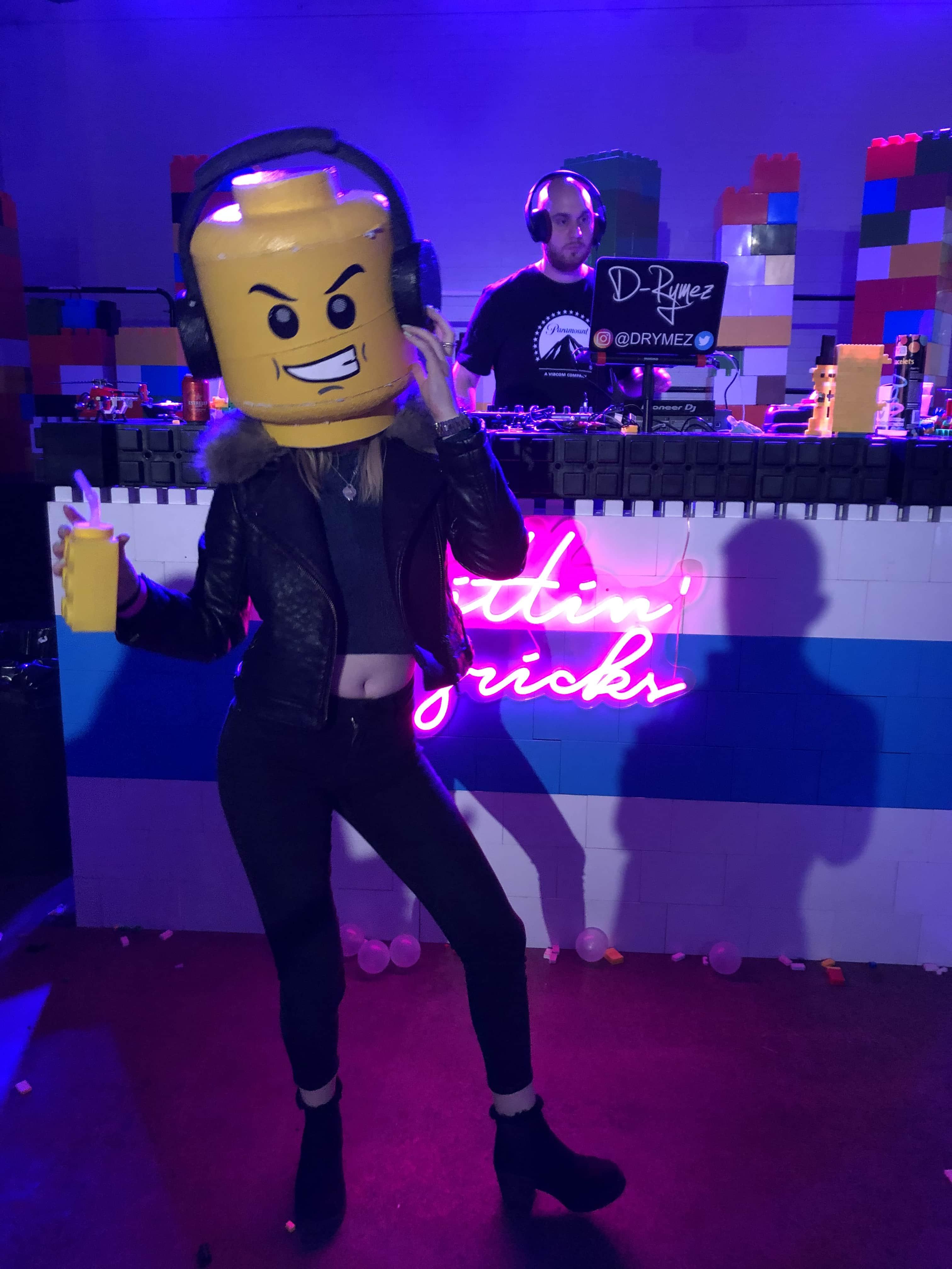 Brick Bar – Lego bricks and ball pits